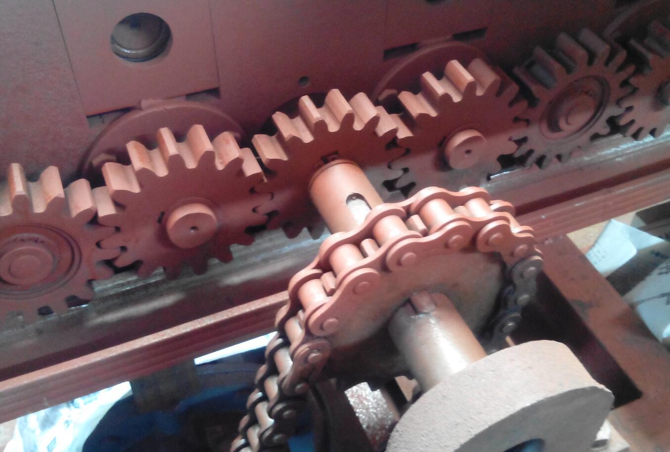 轻钢龙骨机需要添加润滑油的齿轮