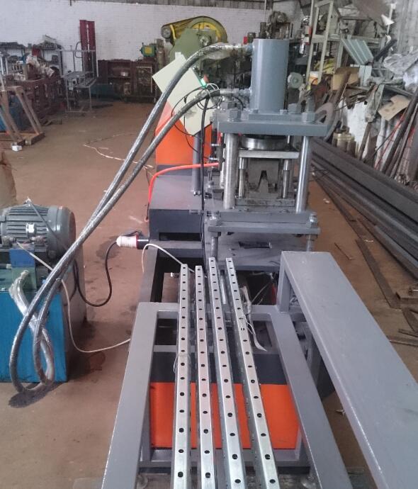 轻钢龙骨设备生产不同价格的龙骨